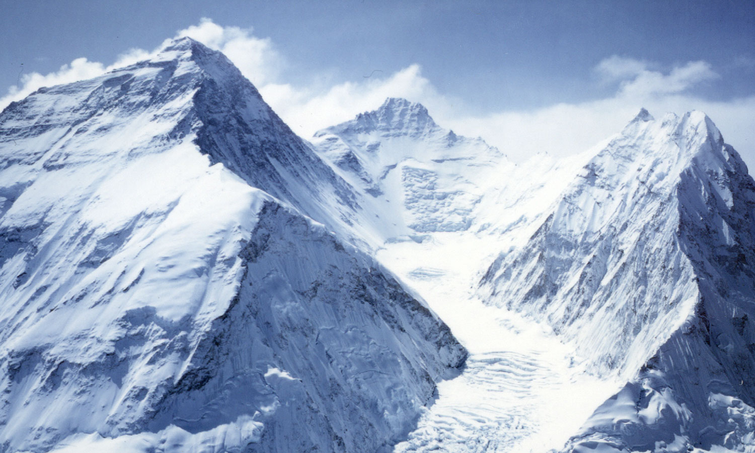 What would be a story to use in an essay about the dangers of mount everest?